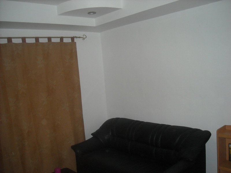 New YELLOW room-WHITE PAINT--Nov.1, 2012 025.jpg
